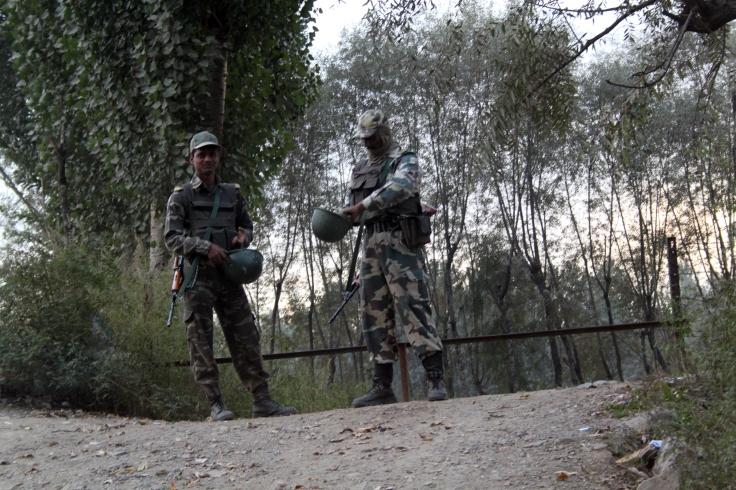 Soldiers,_Kashmir_(8142506284)