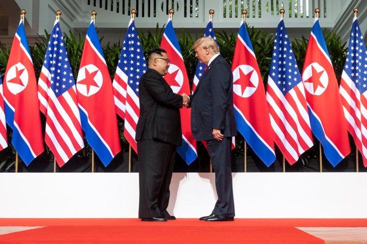 Trump-KimDfh7rrhU8AEUUYw